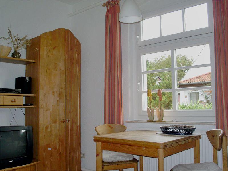 Tisch in der Ferienwohnung 1 - Landhaus Dittmann auf Hiddensee