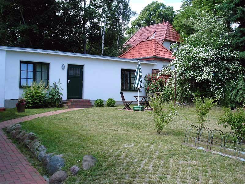 Gartenansicht der Ferienwohnung 2 - Landhaus Dittmann auf Hiddensee
